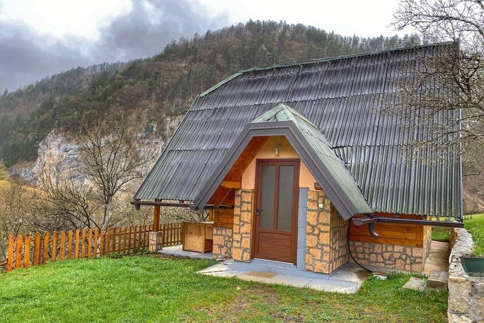 Дом-Шале в парке Тара