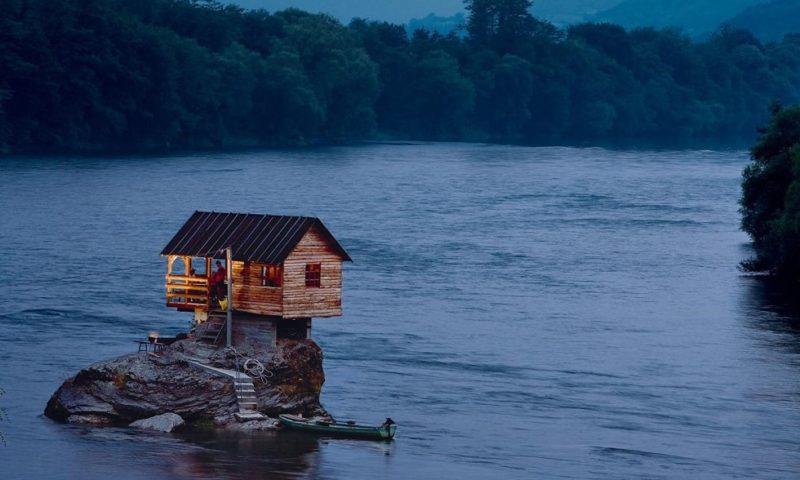 дом на реке Дрина Тара