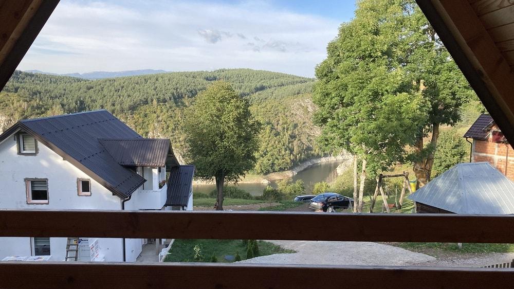 Вид с балкона на каньон Увац