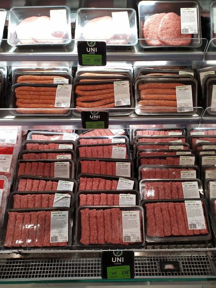Мясо в магазине Сербии
