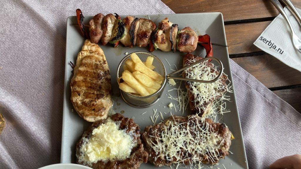 мясо на мангале в сербии