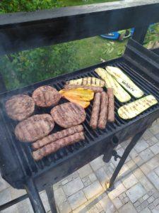 Мясо на углях в Сербии роштиль