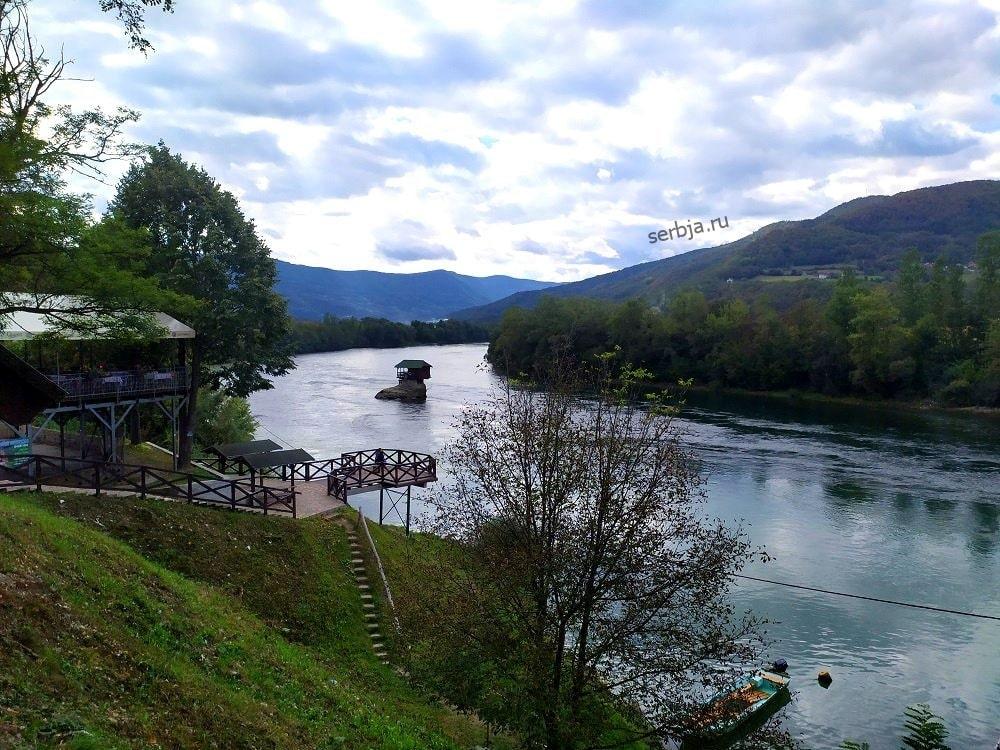 Домик на реке Дрина