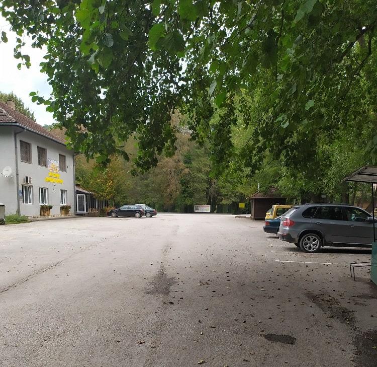 Парковка на реке Врело