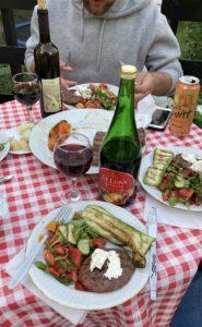 ужин на террасе в Сербии