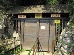 вход в ресавскую пещеру