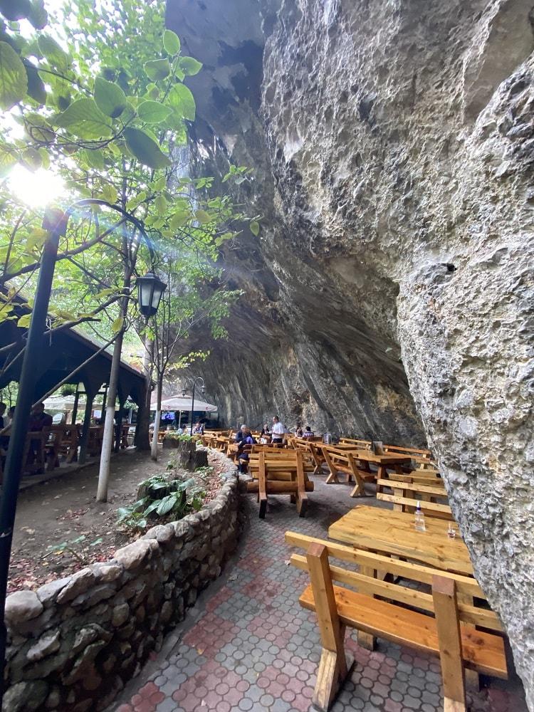 ресторан в скале Сокобаня