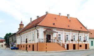 Аптека на ступеньках в Сербии