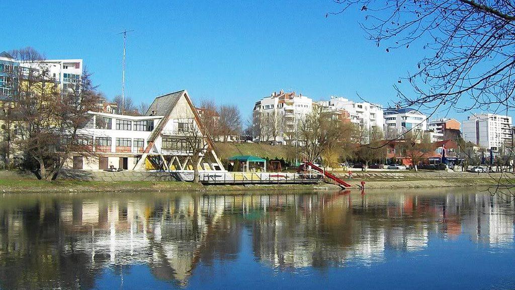 Набережная в городе Кралево